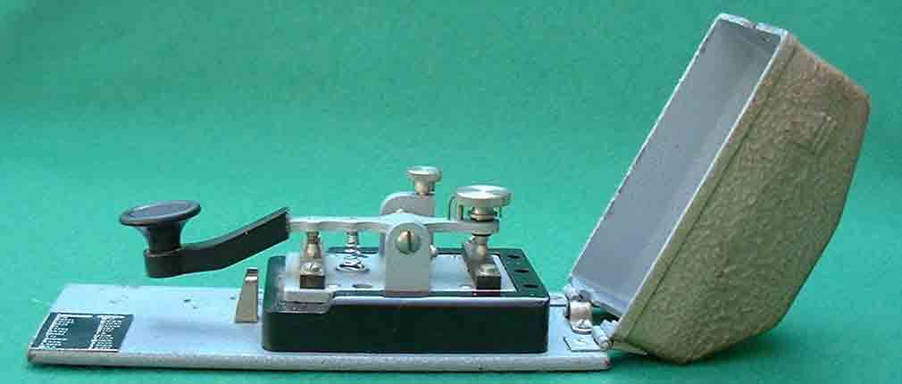 Deprez_Photo_Morse_key_side_view.jpg