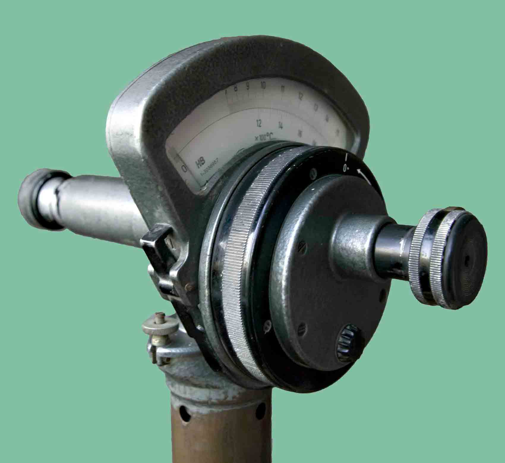 Deprez_Photo_Pyrometer_H&B_Three-quarter_view.jpg